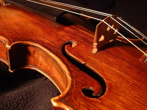 https://wbhm.org/wp-content/uploads/2011/03/violin.jpg