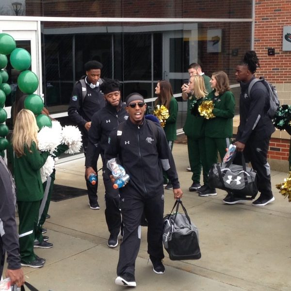 https://wbhm.org/wp-content/uploads/2017/12/UAB_Football_Leaves_for_Bowl-600x600.jpg