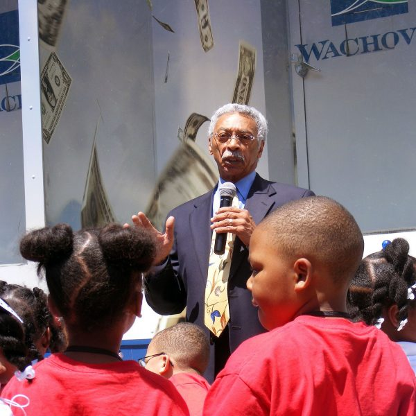 https://wbhm.org/wp-content/uploads/2018/12/Larry_Langford_speaks_to_the_children-600x600.jpg