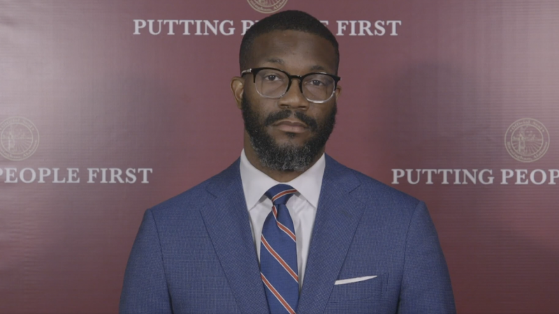 https://wbhm.org/wp-content/uploads/2021/05/Birmingham_Mayor_Randall_Woodfin-e1620759173171-800x450.png