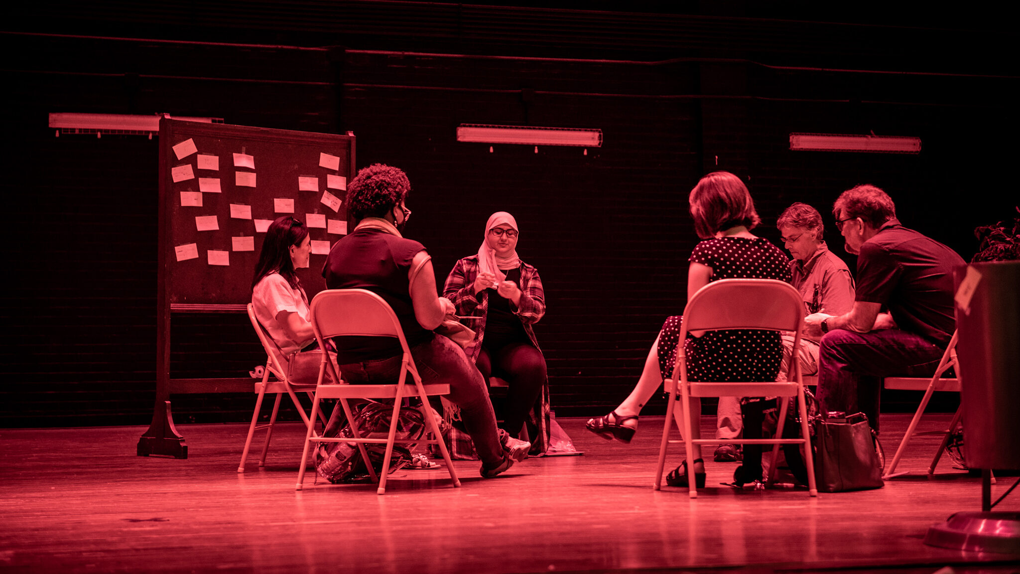 At the end of the exhibit, Meryem Tunagur leads participants in a debrief exercise.